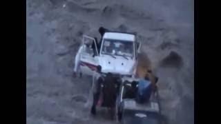 انقاذ سياره جرفتها السيول  تحمل عدد من النساء والاطفال في محافظه اب  تصوير فواد الشرعي