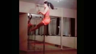 Jacqueline Fernandez hot Pole dance and show  se*y tits
