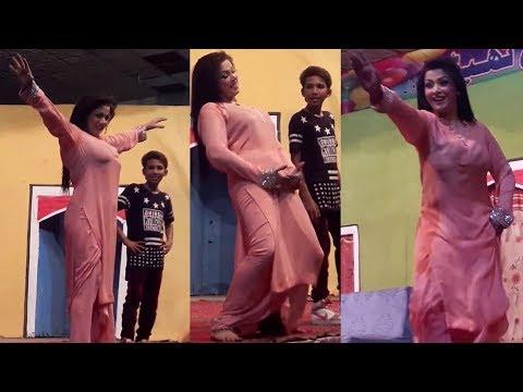 Xxx Mp4 Zara Akbar Mujra In Theate Dance Akh Surmai Way Stage Dance SMB 3gp Sex