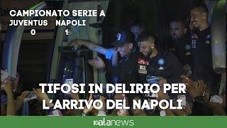 L'arrivo del Napoli a Capodichino: migliaia di tifosi in delirio