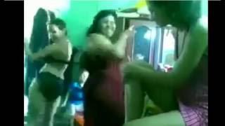 رقص جمصه _ الام وبناتها الاتنين بالاندر والبرا