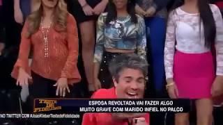SEDUTORA GOSTOSA QUASE LIBERA O RABO NO PROGRAMA TESTE DE FIDELIDADE...