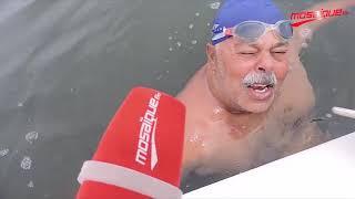 السباح العالمي نجيب بالهادي يقطع المسافة بين صفاقس و جربة سباحة و يحطم الرقم القياسي
