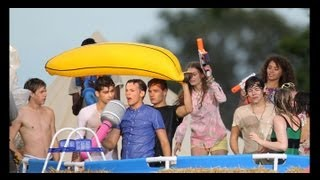 Behind the scenes / Making off : Live While We're Young - One Direction