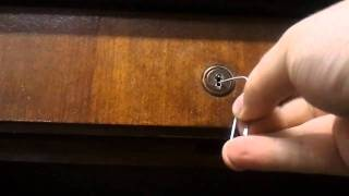 How to pick a Lock  with Paperclips - A tutorial with Halfmonty