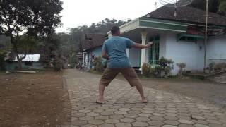 Bapak gendut & Tua tapi masih jago katak karate