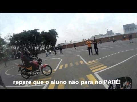 SEGUNDA AULA DE MOTO QUASE ACIDENTE NA AULA FECHADA NO MEIO DO OITO AUTO ESCOLA ABC MOTOKALEITE