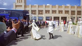 الحلقة 2 - استقبال بعثة المنتخب أمام فندق الإقامة بجروزني