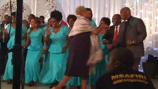 Mamajusi choir Moshi ft. Mheshimiwa Lusinde - Naona Fahari at Kuringe social Hall 31/8/2018