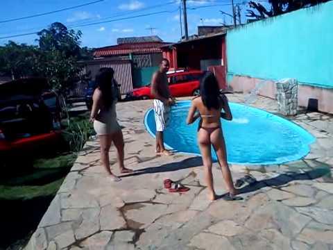 Pri Di e Gabi. Quem pula na piscina primeiro. Kkk