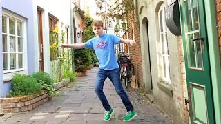 Freestyle Groove in Medieval Schnoor Neighborhood
