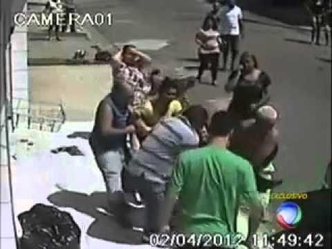 Câmera flagra empresario sendo assassinado na frente do filho