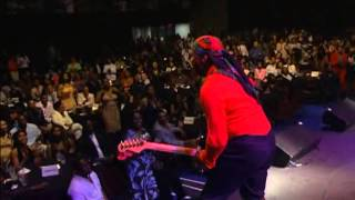 Isley Brothers - Who's That Lady ( live)