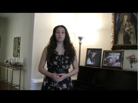 Monica cantando