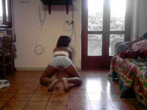 sexi dominicana bailando pantalon blanco