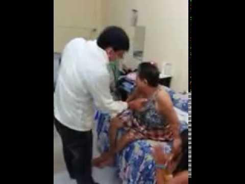Seorang nenek tua kangen dengan doktor Subroto