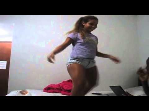 Karol Maravilha dançando, lindo de bonito ♪