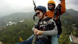 Paralayang Indonesia-Niken Ayu tandem Puncak Bogor 2011.MP4