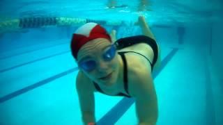 Смотреть видео в бассейне