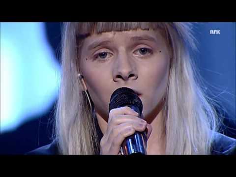 Aurora sings Cohen