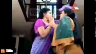 ▶ Asha Sarath first time clear navel show (rare)