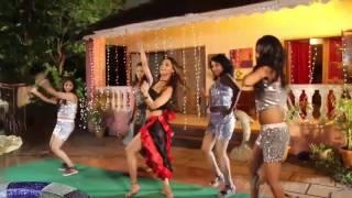 Upar Wala Jabbhi Deta Chhapar Phaar Ke | Hot Item Song