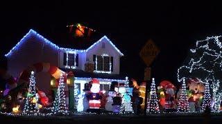 Impressive Light Display Takes up Entire Yard!