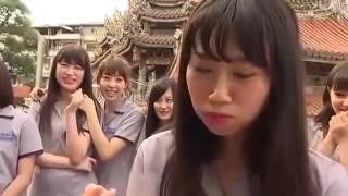Begini Cara Gadis Jepang Belah Duren