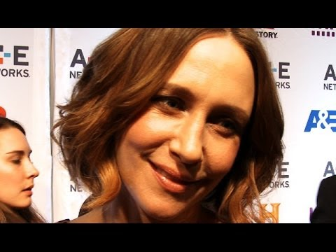 'Bates Motel': Vera Farmiga On Kissing Her Own Son Norman