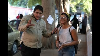 مذيع الشارع  الفرق بين المصري والاجنبي لما يشوف حاجه عليها عرض