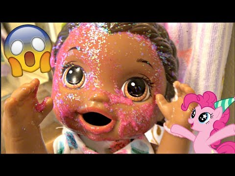 BABY ALIVE BRUSHES her TEETH!  The Lilly and Mommy Show. The TOYTASTIC SISTERS
