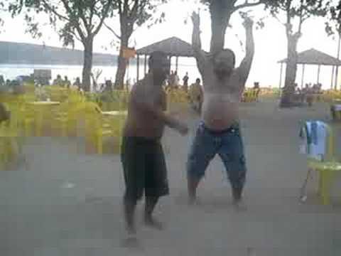 Tutu e Edson Fazendo um show na prainha de 3 Marias