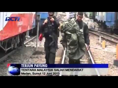 Terjun Payung Tentara Malaysia Mendarat di Pasar