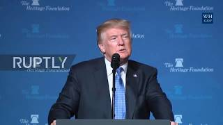 USA: Festive Trump tells stores to say 'Merry Christmas'