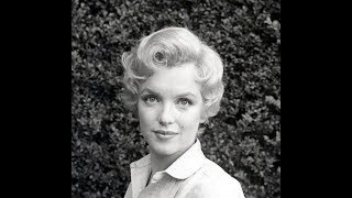 Marilyn Monroe - Icons Of Our Time