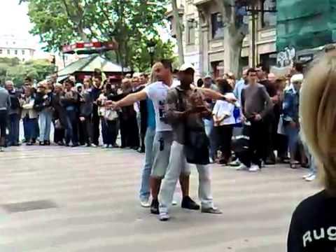 فيديو رائع للشباب المغاربة في إسبانيا