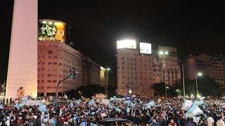 Miles festejaron en el Obelisco el pase a la final de la selección en Brasil