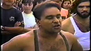 MESTRE MESTRINHO LEVA TIRO EM RODA DE RUA.