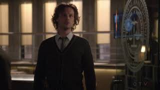 Criminal Minds S13E06 The progress of the case Reid is amazing