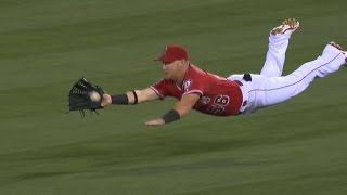 Calhoun lays out on impressive diving catch
