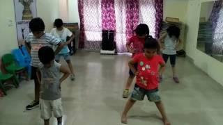 Jungle jungle pata chala hai: kids dance
