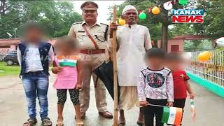 Rifle In Hands of Children In Presence of Police In Rourkela, Photo Goes Viral
