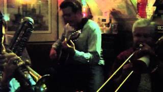 """BLUE, TURNING GRAY OVER YOU"": DAN BARRETT / ANDY SCHUMM at THE EAR INN (Oct. 24, 2010)"