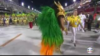 Juliana Paes arranca suspiros como rainha de bateria da Grande Rio