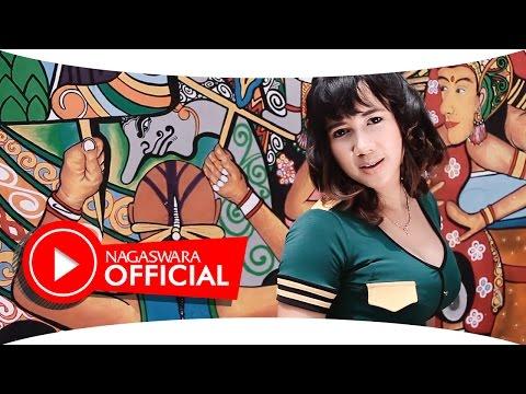 Uut Selly - Cinta Sepabrik - Official Music Video - NAGASWARA
