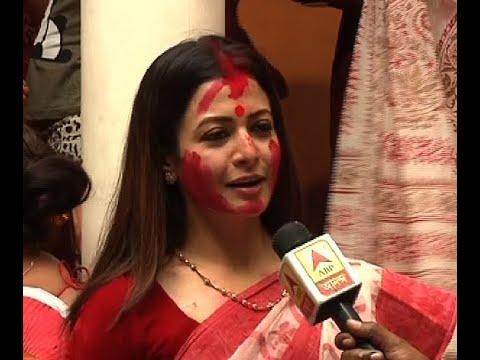 Sharad Ananda: Actress Koel Mullick participates in Shidur Khela at her house