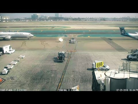 Xxx Mp4 Dash 8 S Prop Wash Blows Baggage Dolly Into United 737 At LAX 3gp Sex