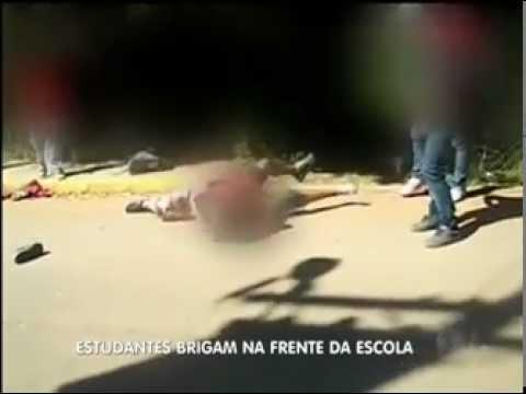 Flagra mostra briga de alunos na saída de escola em Sapucaia do Sul RS