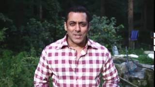 Salman Khan Singing Kala Chashma - Must Watch
