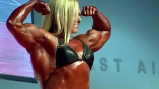 HOOKED: MUSCLE WOMEN